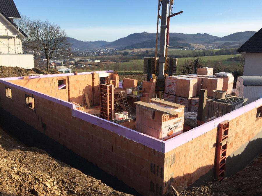 Betonierte Bodenplatte in Gevelinghausen, Schmidt & Schmidt Immobilien